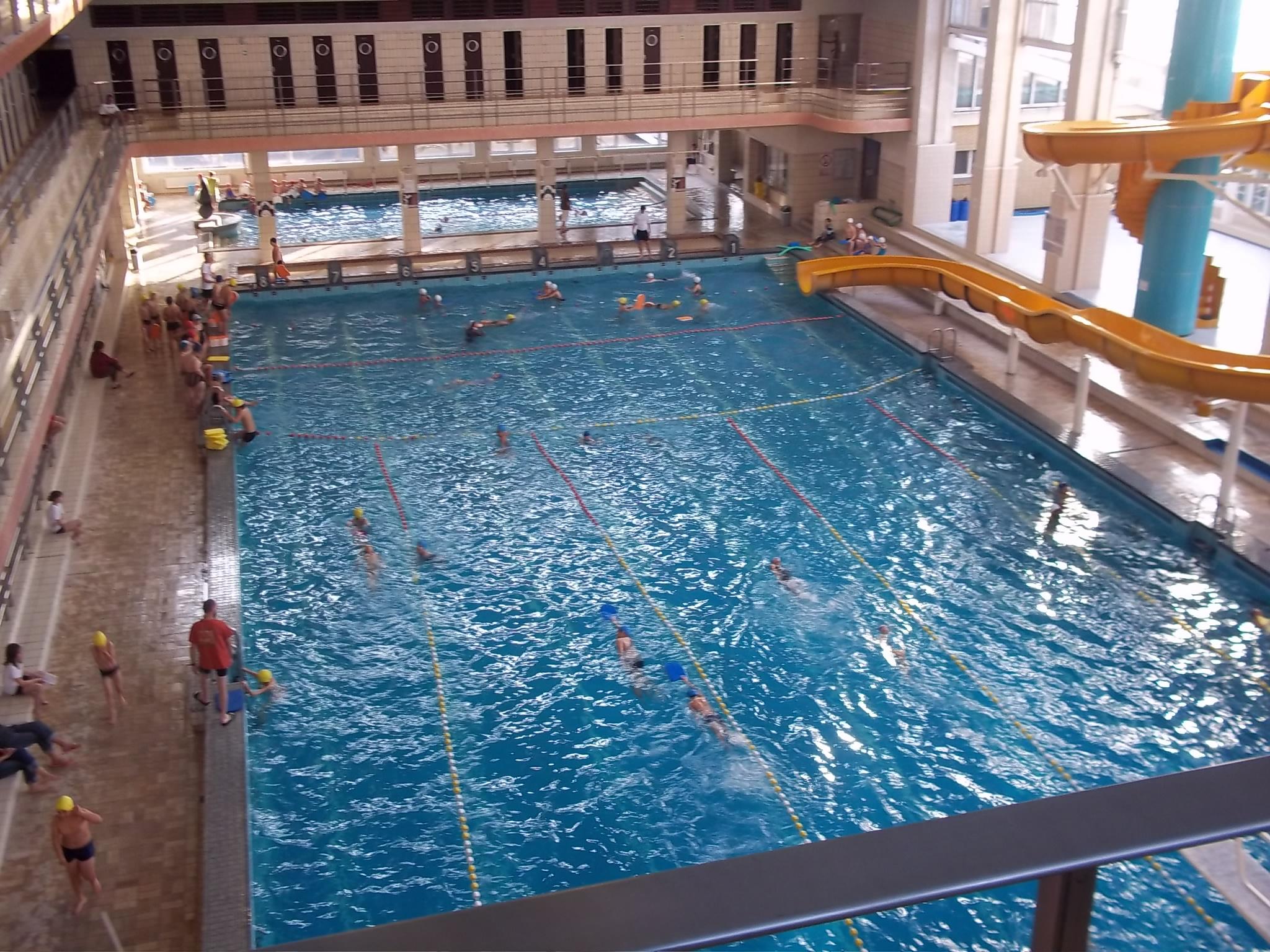 Des pav s l eau et de l cole la piscine renovas for Piscine 42 exam